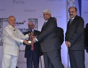 K Ramchand, Managing Director, IL&FS Transportation Networks Limited accepting Essar Infrastructure Excellence Award