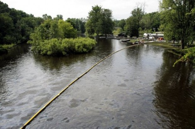 Exxon Continues Oil Spill Clean-up along Yellowstone River, Montana