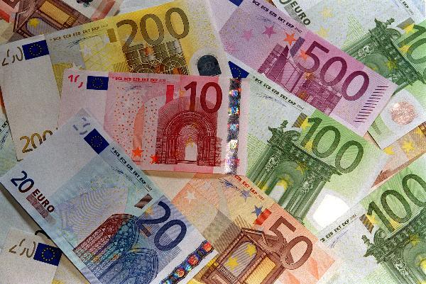 Euro Zone Crisis: More Countries Under Pressure