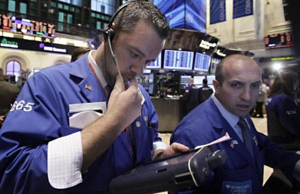 Investors Brace for Corporate Earnings as Growth Weakens
