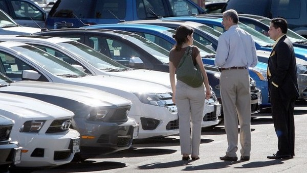 US Auto Industry Steps into the Fast Lane Despite High Gas Prices
