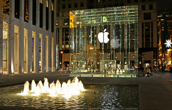 Apple Inc. as the most valuable company beats Microsoft Corp. record