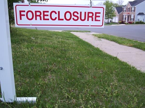 Sharpie Parties Protest against Home Foreclosures Using Social Media Platform