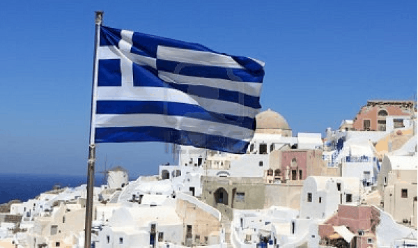 S&P lowers Greece outlook to negative