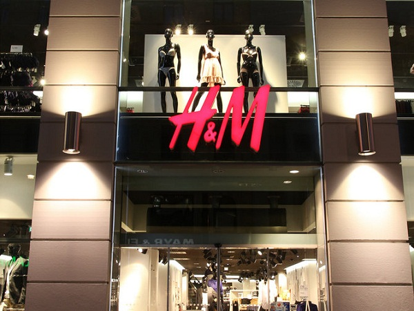 H& M Hennes & Mauritz sales affected by warm weather in Europe