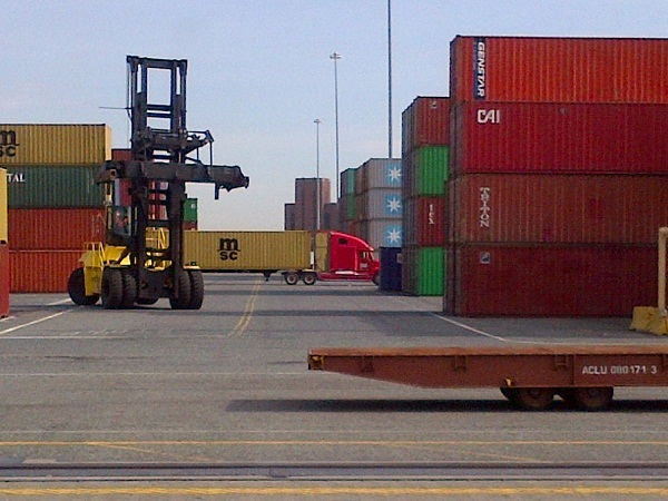 US trade deficit sees slight growth of $43bn in July