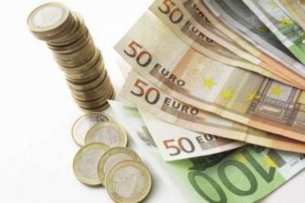 Euro Faces Pressure from One-Week Low against Dollar