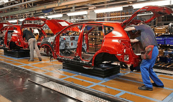 Japan Carmakers to Halve China Production amid Territorial Dispute