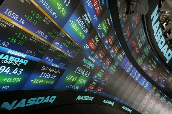 Minor Gain on Wall Street leads to fall in Apple