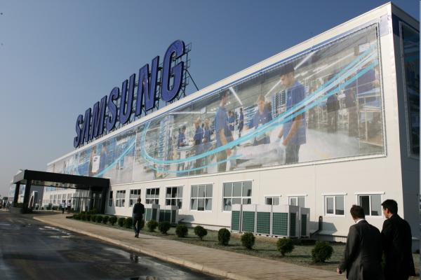Samsung Electronics makes $7.4bn, beats estimates