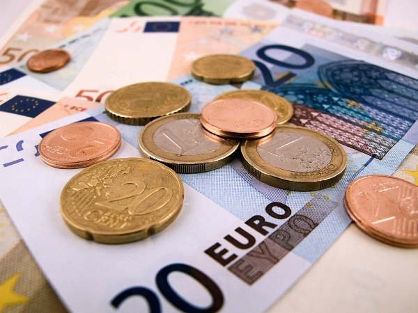 Three Day Loss fails to change Value of Euro against Dollar