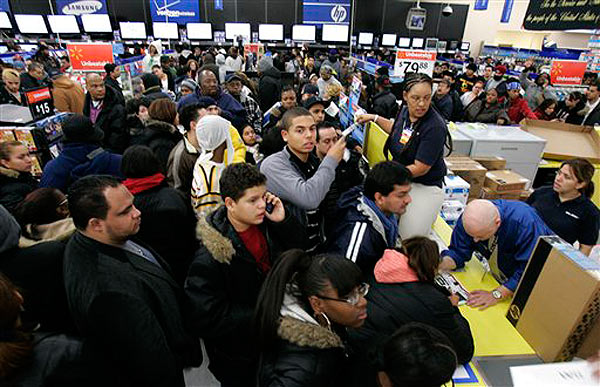 Wal-Mart tempts customers with Black Friday deals on Thanksgiving night