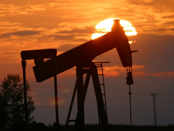 Strong Consumer Data Helps Improve Prices of Oil, US Stocks