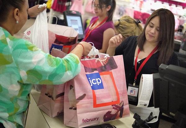 UK retail sales drop just before holiday shopping season