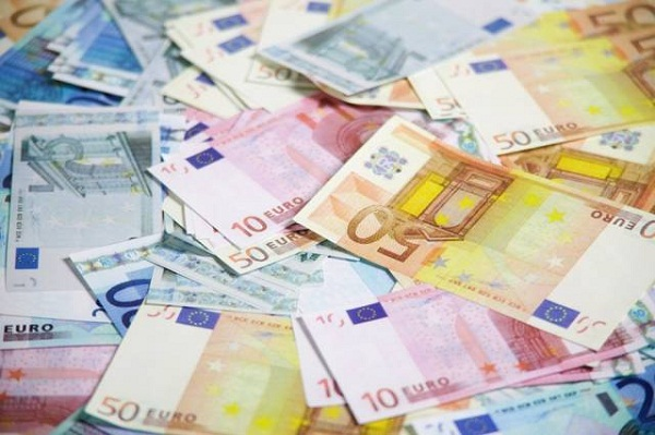 Worsening Economy Leads to Two-Month Low Drop in Euro