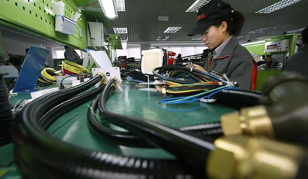 China's manufacturing PMI drops to 50.1 in February