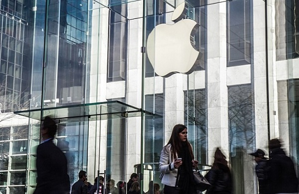 Apple to start trade-ins on its iPhone in US and mulls launch of iRadio
