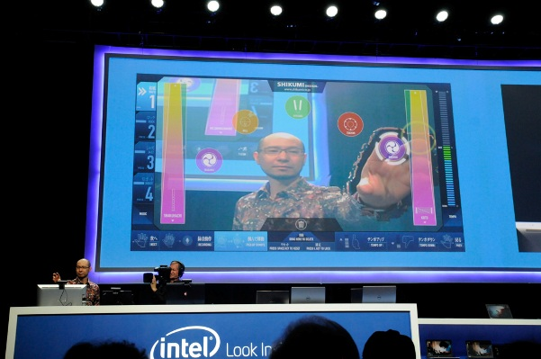 Intel jumps from PCs to 3D technology and wearable electronic gadgets