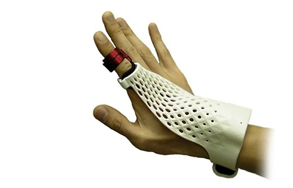 Fujitsu Presents Intelligent Glove that Fixes Malfunctioning Machinery
