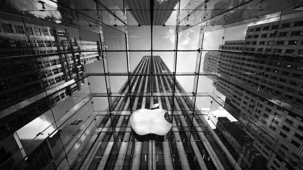 Patented Apple glass store in New York