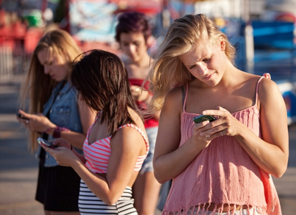 Survey Finds Almost Half of U.S. Can Hardly Function without Smartphones