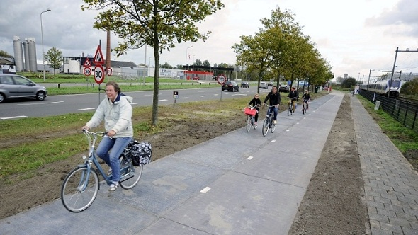 Netherlands Opens World's First Solar-Powered Bike Path For Public Use