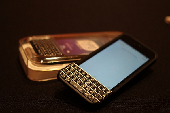 BlackBerry, Typo agree to settle lawsuit