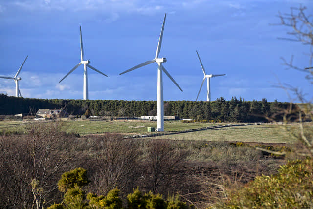 Price of US wind energy drops to record low, DOE report finds