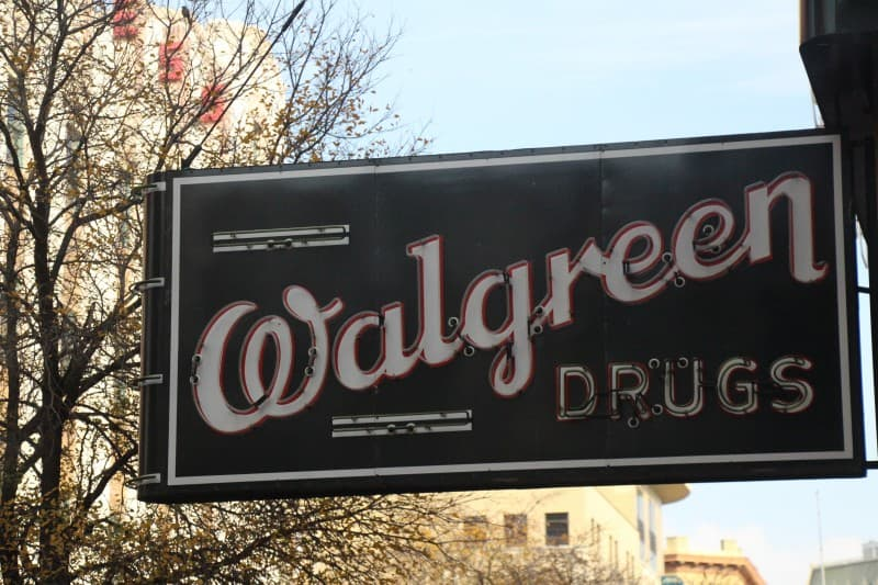 Old_-Walgreen-_sign,_San_Antonio