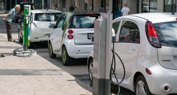 USA delays rules requiring hybrid and electric vehicles to have audio alerts until March 2016