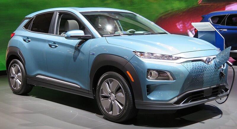 Hyundai_Kona_Electric_front_charging_4.2.18