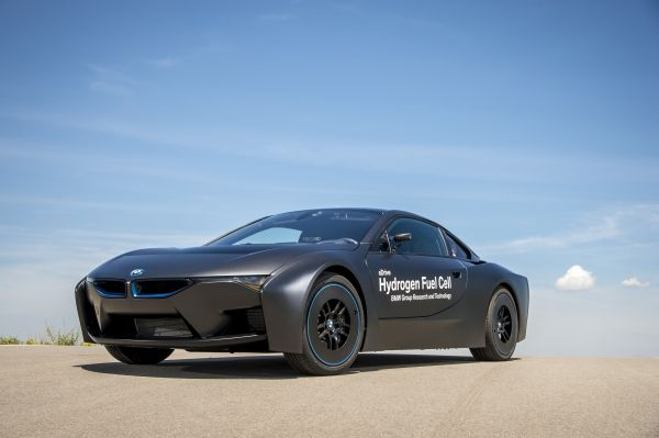 BMW-Hydrogen-Fuel-Cell-Car-2020
