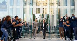 Apple's market cap hits $2 trillion