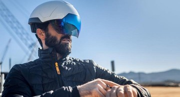 Intel Helmet: DAQRI Smart Helmet powered by Intel's RealSense technology is a unique VR device that monitors employees in the workplace. It helps avoid accidents, streamlin tasks and offer ainimitable level of 4D environmental awareness.