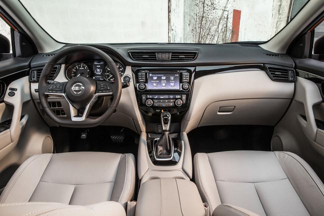 Nissan-Rogue-Sport-interior