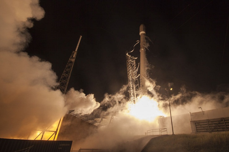 SpaceX team successfully carries off revolutionary rocket launch