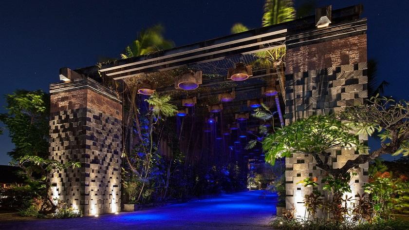 st regis bali rain_forest_gate resort